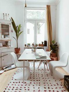 Hier Wird Modern Gelebt! Die Designer Stühle Passen Optimal An Den Schönen  Weißen Esstisch!