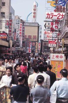 【画像】1950年代の日本人が楽しそう:哲学ニュースnwk Aesthetic Japan, Japanese Aesthetic, Old Pictures, Old Photos, Vintage Photos, Showa Era, Japanese Landscape, Japan Photo, Japanese Culture