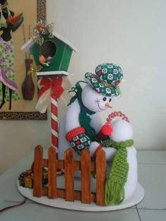 MUÑECOS DE NIEVE Felt Christmas Decorations, Christmas Lanterns, Christmas Ornaments, Holiday Decor, Country Christmas, Christmas Time, Primitive Santa, Advent, Snowman Crafts