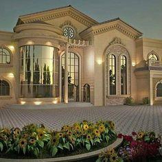 Home Discover 39 Finest Exterior Classic Design Ideas For Your Home Inspiration … - House design Classic House Design, Dream Home Design, Modern House Design, Classic Style, Modern Exterior, Exterior Design, Cafe Exterior, Luxury Homes Exterior, Style At Home