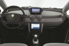 bollor-bluecar-electric-car-used-for-autolib-car-sharing-service-in-paris-september-2012_100404064_l.jpg (1024×682)