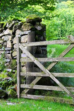 Gate to Yew Tree Farm, Coniston, lake District, England Country Fences, Country Farm, Country Life, Country Living, Country Roads, Old Gates, Diy Bathroom, Fence Gate, Fencing