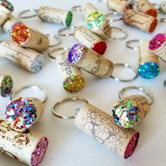 Painted cork keychainPainted cork keychainHow to make a floating keychain with a wine cork - rustic craft & chic decor .How to make a floating keychain with a wine cork - rustic craft & Wine Cork Art, Wine Cork Crafts, Wine Bottle Crafts, Wine Cork Jewelry, Wine Bottle Corks, Bead Crafts, Bottles, Diy Crafts To Do, Crafts For Teens