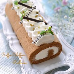 Love the meringue decoration on top Cute Desserts, Asian Desserts, Delicious Desserts, Candy Drinks, Dessert Drinks, Dessert Recipes, Chocolate Roulade, Chocolate Roll, Cupcakes