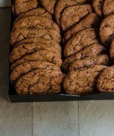 Μαλακά σοκολατένια cookies Biscuit Bar, Biscuit Cookies, Cake Cookies, Cookie Desserts, Fun Desserts, Dessert Recipes, Chef Recipes, Food Network Recipes, Brownie Recipes
