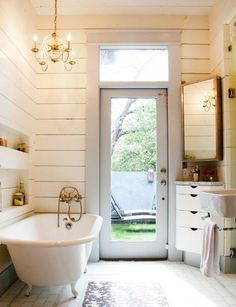 like the horizontal tongue and groove, inset shelves over the bath and use of the corner