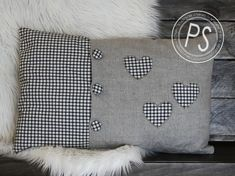 Great Heart Pillow no link but I can do this Sewing Pillows, Diy Pillows, Custom Pillows, Decorative Pillows, Throw Pillows, Cute Cushions, Scatter Cushions, Cushion Covers, Pillow Covers