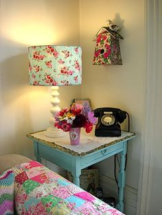 """magicalhome: """" Decoupage and some thrift store pieces combine to make an adorable little living room. henhousehomeadeblogspot """" Fonte: henhousehomeadeblogspot"""