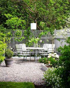 garden fence 25 einzigartige Gartenzaun-Id - garden Unique Gardens, Back Gardens, Outdoor Gardens, House Of Philia, Garden Seating, Garden Table, Balcony Garden, White Gardens, Fence Design