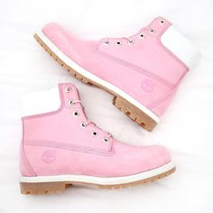 Different Types of Sneakers. What's your preferred and most worn shoe that is in your home? I wager it is those sneakers that you use everywhere. Sneaker can be used for lots of things Custom Timberland Boots, Timberland Heels, Timberland Outfits, Timberland Premium, Timberland Fashion, Cute Shoes, Me Too Shoes, Pink Timberlands, Magic Shoes