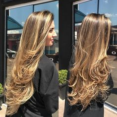 The ombre hair trend has been seducing for some seasons now. More discreet than tie and dye, less classic than sweeping, this new technique of hair. Turquoise Hair Ombre, Ombre Hair Color, Beautiful Blonde Hair, Brown Blonde Hair, Long Layered Hair, Trending Hairstyles, Hair Highlights, Balayage Hair, Hair Looks
