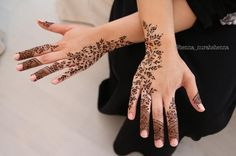 Image may contain: 1 person Finger Henna Designs, Eid Mehndi Designs, Modern Mehndi Designs, Mehndi Design Pictures, Henna Designs Easy, Beautiful Mehndi Design, Latest Mehndi Designs, Mehndi Designs For Hands, Henna Tattoo Designs
