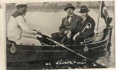 Mustafa Kemal Atatürk sandal gezisinde.