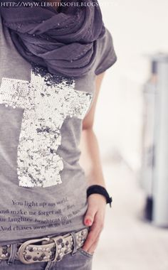 Villa Smilla | Shirt grau | €34.95. Love the gray and silver sparkles! I feel a craft project coming on!