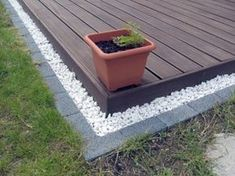 Mähkante an der Terrasse You are in the right place about diy garden landscaping how to build Here w Front Yard Landscaping, Backyard Patio, Back Gardens, Outdoor Gardens, Gazebos, Garden Edging, Patio Edging, Gravel Garden, Landscape Edging