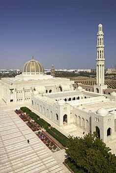 The Sultan Qaboos Grand Mosque in Muscat, the capital of Oman. Ancient Greek Architecture, Gothic Architecture, Sultan Qaboos Grand Mosque, Beautiful Mosques, Oman Travel, Vietnam Travel, London City, Islamic Art, Around The Worlds