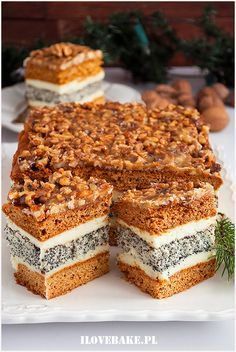 Orzechowiec z makiem Sweets Recipes, Baking Recipes, Cake Recipes, Cheesecakes, Honey Cake, Polish Recipes, Food Cakes, Desert Recipes, Holiday Treats