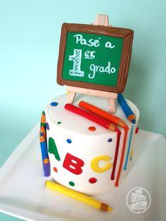 Graduation Cake Designs, Graduation Crafts, Graduation Theme, Graduation Cupcakes, Kindergarten Graduation, School Parties, 4th Birthday Parties, Bolo Super Man, School Cake