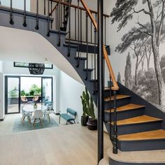 non lus) - - Yahoo Mail Entrance Hall Decor, Painted Staircases, Home Office Accessories, Staircase Makeover, Hallway Designs, Soho House, House Painting, Home Interior Design, Building A House