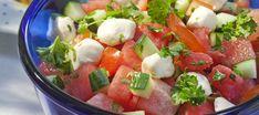 Mozzarella-melonisalaatti ja grillibroileri Caprese Salad, Fruit Salad, Corn Dogs, Mozzarella, Nachos, Kale, Feta, Cake Recipes, Good Food