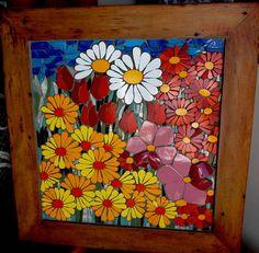 quadro com flores em mosaico feito com cacos de louças e azulejos R$ 580,00