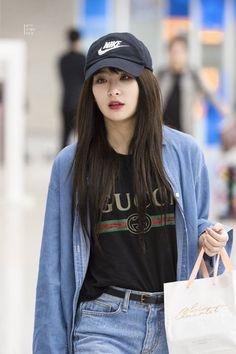 seulgi be this look! Kpop Girl Groups, Korean Girl Groups, Kpop Girls, Red Velvet Seulgi, Red Velvet Irene, Black Velvet, Kpop Fashion, Korean Fashion, Airport Fashion