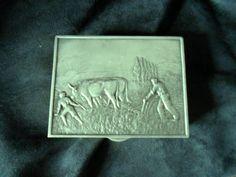Achille Gamba desing scatola in metallo pesante con coperchio in bassorilievo