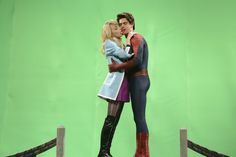 Totally normal, real-life kisses with Andrew Garfield and Emma Stone | SNL | ©2014/Dana Edelson/NBC