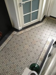 Portugese tegels in huis Outside Stairs, Interior And Exterior, Interior Design, Tile Layout, Entry Hallway, Flooring Options, My Dream Home, Kitchen Remodel, Tile Floor