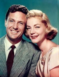 """Robert Stack y Lauren Bacall en """"Sombra Enamorada"""" (The Gift of Love), 1958"""