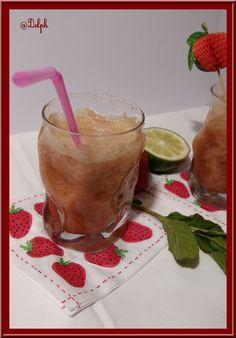 Jus Printanier à la rhubarbe, fraises et menthe au Thermomix. Cocktails, Pudding, Desserts, Food, Strawberries, Mint, Juice, Drink, Battle