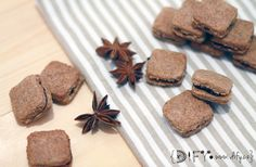 Celozrnné badyánové čtverečky slepované marmeládou