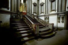 Michelangelo Buonarroti staircase in the Laurentian Library (Florence, Italy) Roman Architecture, Renaissance Architecture, Michelangelo, High Renaissance, Van Gogh Art, Les Religions, Sistine Chapel, Miguel Angel, Staircase Design