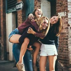 Image about friends in BFF by Jenny Karina Gjuvsland Group Senior Pictures, Friend Group Pictures, Bff Pictures, Friend Photos, Street Pictures, Squad Pictures, Sister Photos, Best Friends Forever, Shooting Photo Amis