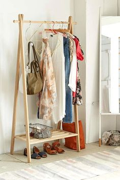 I just love this wooden clothing rack for small spaces! Cheap Home Decor, Diy Home Decor, Room Decor, Wood Clothing Rack, Clothes Racks, Wooden Clothes Rack, Clothes Storage, Wooden Rack, Clothes Stand