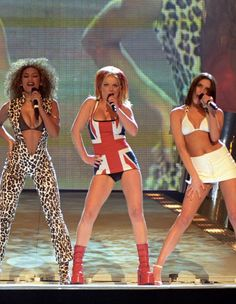 Scary Spice Costume, Ginger Spice Costume, Spice Girls Costumes, Girl Group Halloween Costumes, Girl Costumes, Halloween Ideas, Costume Ideas, Geri Halliwell, Union Jack