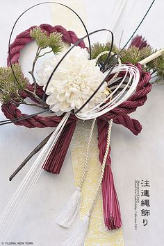 Japanese New Year Creative Flower Arrangements, Ikebana Flower Arrangement, Flower Vases, Floral Arrangements, Christmas Makes, Christmas Wreaths, Christmas Decorations, New Years Decorations, Flower Decorations