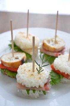 Cooking Idea: Japanese-style Toasted Rice Sandwich (Sushi Burger) Japanese Sandwich, Japanese Food, Japanese Style, Wrap Recipes, Snack Recipes, Sushi Burger, Tostadas, Sushi Night, Sushi Party