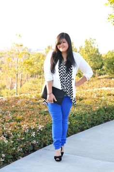 outfit: white / black zigzag-printed top, white cardigan, blue skinny-jeans, black clutch, black open-toed platforms