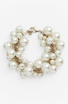 Tons of faux-pearl charms radiantly dangle from this chain-link statement bracelet!