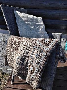 Made by me: Heklet teppe i bestemorsruter