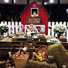 """451 Likes, 10 Comments - Kikids Party by Kiki Pupo (@kikidsparty) on Instagram: """"Festa Fazendinha muito linda por @camilalosi, adorei! Decoração super charmosa com mesa de pallets…"""""""