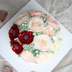 Blossom cake😘 . .#flowercake#flower#장미#baking#weddingcake#wedding#케이크#베이킹#플라워케이크#flowercakeclass#bakingclass#동백#koreanbuttercreamflowercakeclass#rose#bouquet#fiore#torta#buttercream#buttercreamflowercake#koreanflowercake#koreanbuttercreamflowercake#韓式唧花#작약#weddingcake#birthdaycake#instacake#韓式擠花#鮮花蛋糕