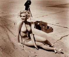 ❤ Marilyn Monroe ~*❥*~❤ Taken by Andre de Dienes on 20th Century Lot. Stunning photo