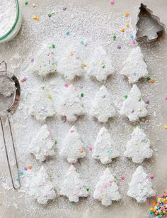 Full disclosure: I'm a total sucker for funfetti cakes. Usually, the store-bought super sugary cakes at kids' birthday parties are really not that tempting to me, but when funfetti enters the picture? Noel Christmas, Christmas Desserts, Holiday Treats, Christmas Treats, All Things Christmas, Christmas Cookies, Holiday Fun, Holiday Recipes, Xmas