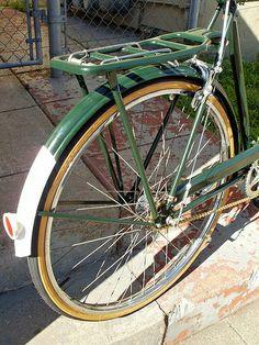 Vintage Raleigh fender detail by Manifesto Bicycles, via Flickr Bamboo Bicycle, Old Bicycle, Velo Retro, Retro Bike, Bicicletas Raleigh, Raleigh Bicycle, Bike Style, Vintage Bicycles, Road Bikes