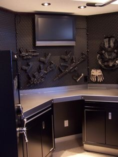 If we had to have guns, I'd like the inside of the gun vault to look like this. Hidden Gun Storage, Weapon Storage, Gun Vault, Decoracion Star Wars, Architecture Design, Gun Rooms, Safe Room, Cool Guns, Guns And Ammo