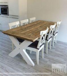 Mooie steigerhouten eettafel met wit kruispoot. Kruispoot in elke gewenste kleur te bestellen.