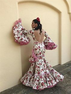 Flamenco Costume, Spanish Fashion, Yes To The Dress, 50 Fashion, Malaga, Traditional Dresses, Dress To Impress, Tie Dye Skirt, Ruffles