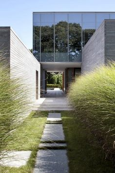 Situated in Amagansett, New York, USA Further Lane House by Tod Williams Billie Tsien Architect - Arquitectura Diseno Residential Architecture, Amazing Architecture, Contemporary Architecture, Landscape Architecture, Interior Architecture, Landscape Design, Architecture Courtyard, Courtyard Design, Modern Contemporary